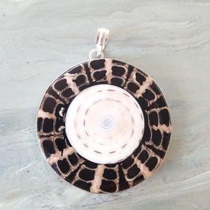 Jewelry - Beautiful Indonesian shell pendant
